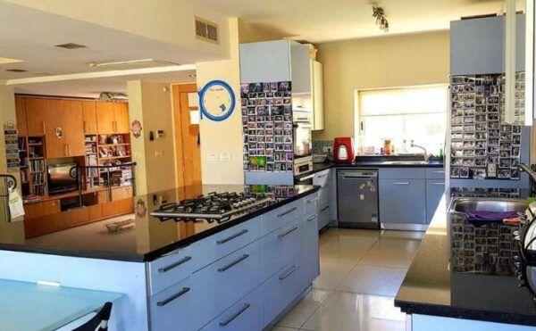 8 room villa FOR SALE in Ra'anana