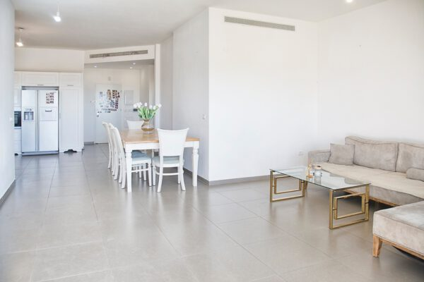 4.5 room apartment FOR SALE with a gorgeous view of the beach in Hadera