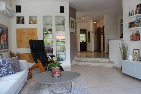 6.5 rooms villa FOR RENT, Ra'anana